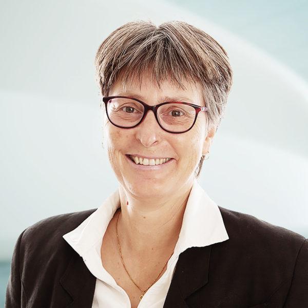 Silvia Caviezel, Curia Treuhand AG