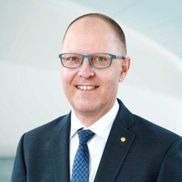 Linus Heini, Curia Treuhand AG